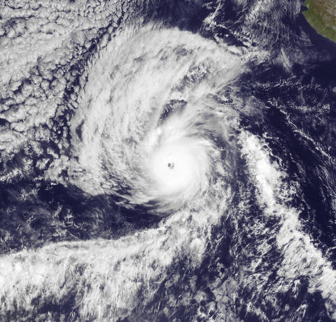 Hurricane Kenneth at peak on Nov. 22/11.